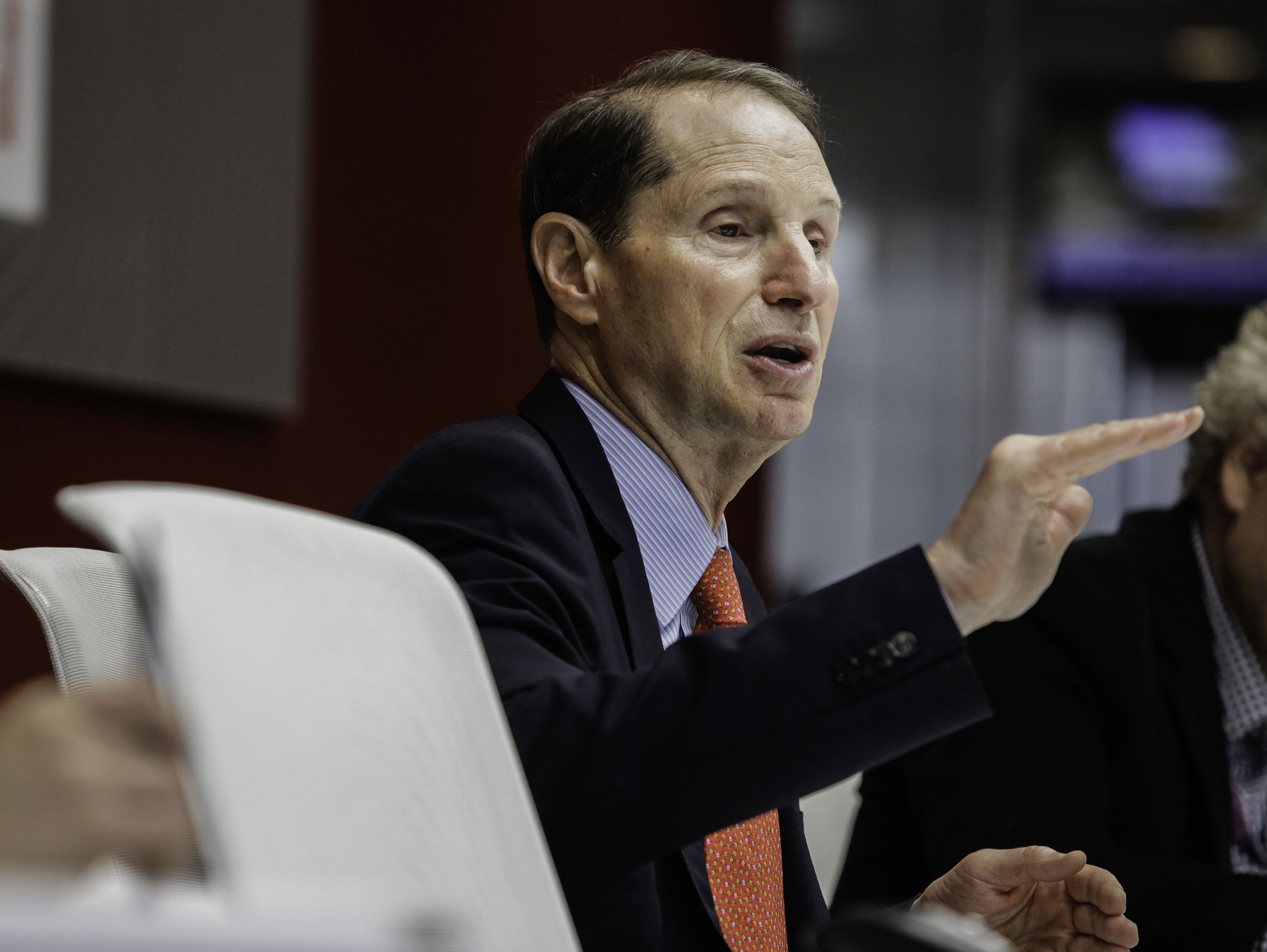 Wyden introduces bill to overhaul pass-through deduction and expand to accountants